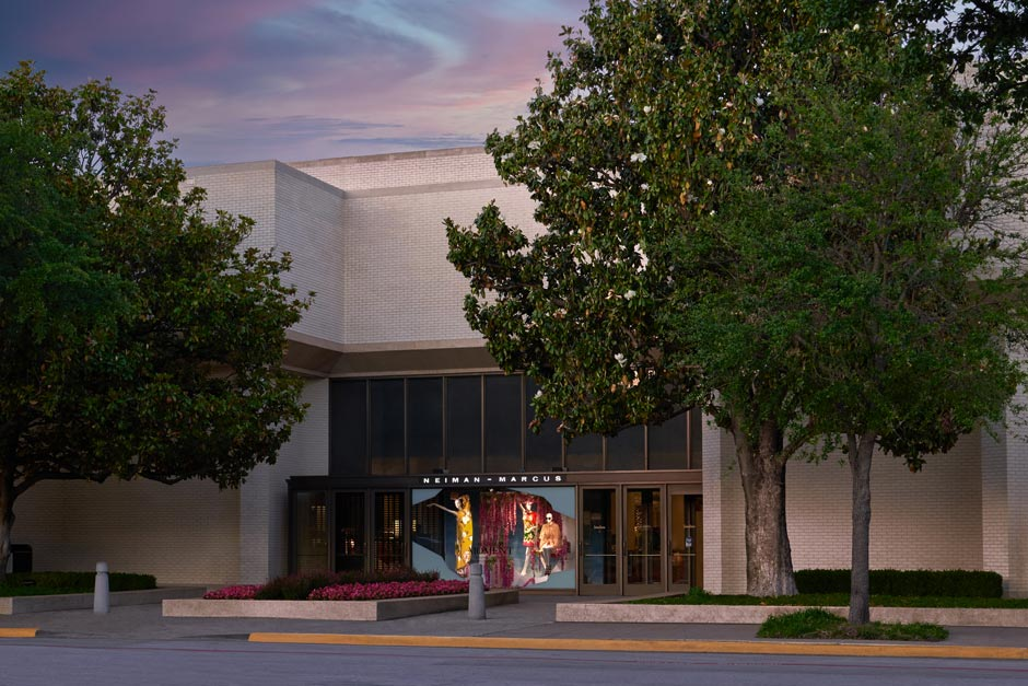 0fd42db10e34 Neiman Marcus is a renowned specialty store dedicated to merchandise  leadership and superior customer service. We will offer the finest fashion  and quality ...
