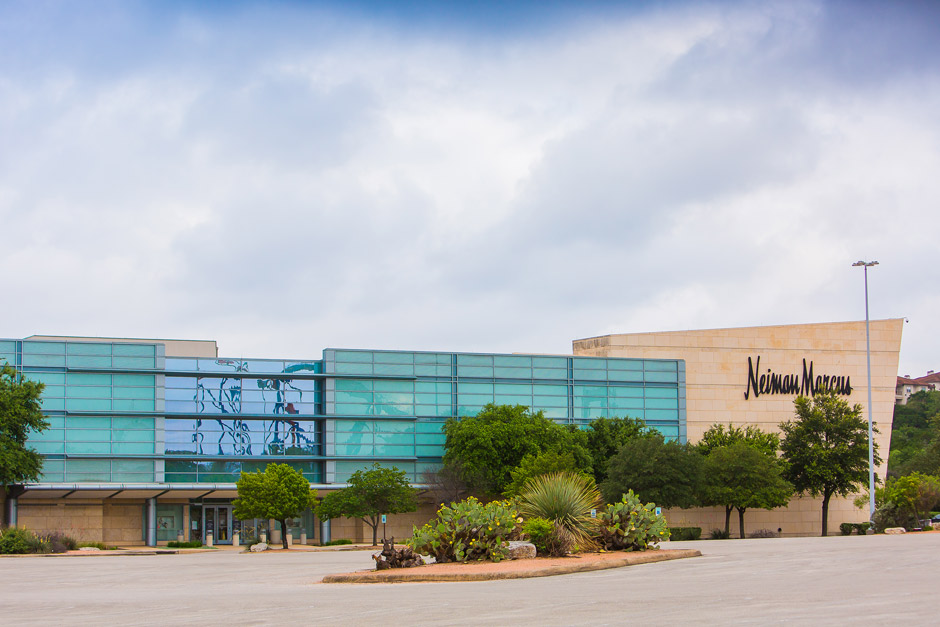 Neiman Marcus store or outlet store located in Dallas, Texas - NorthPark Center location, address: North Central Expressway, Dallas, Texas - TX Find information about hours, locations, online information and users ratings and reviews. Save money on Neiman Marcus and find store .