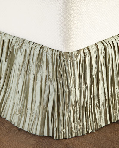 Queen Rochelle Dust Skirt