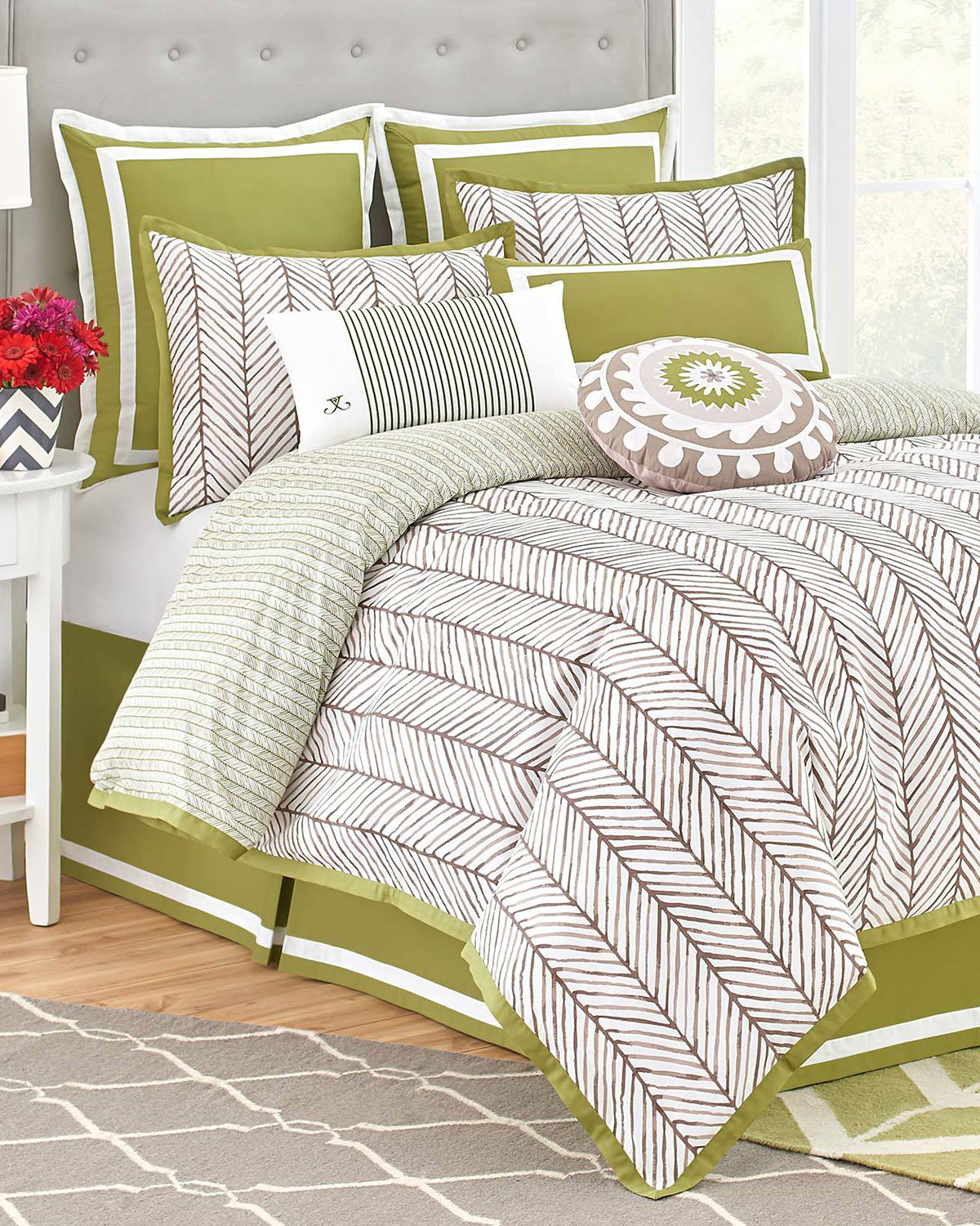 Full Arrows 4-Piece Comforter Set