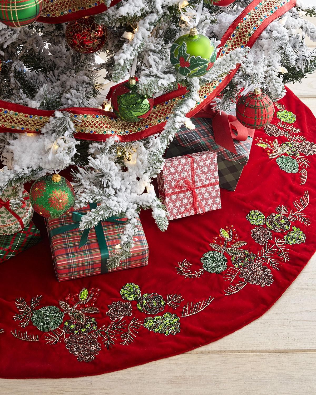 Beaded Pinecone Christmas Tree Skirt