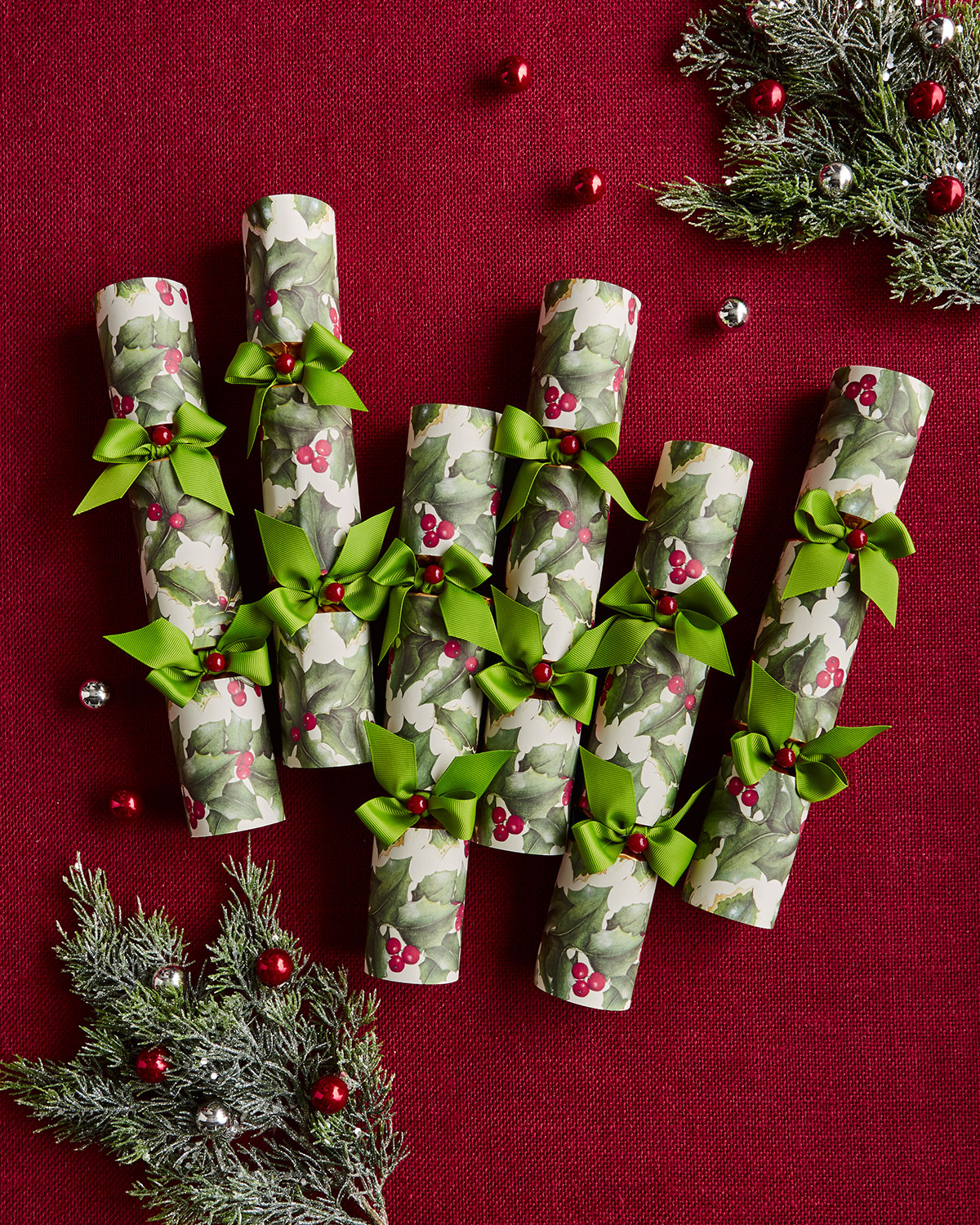 Holly Paper & Bow Christmas Crackers