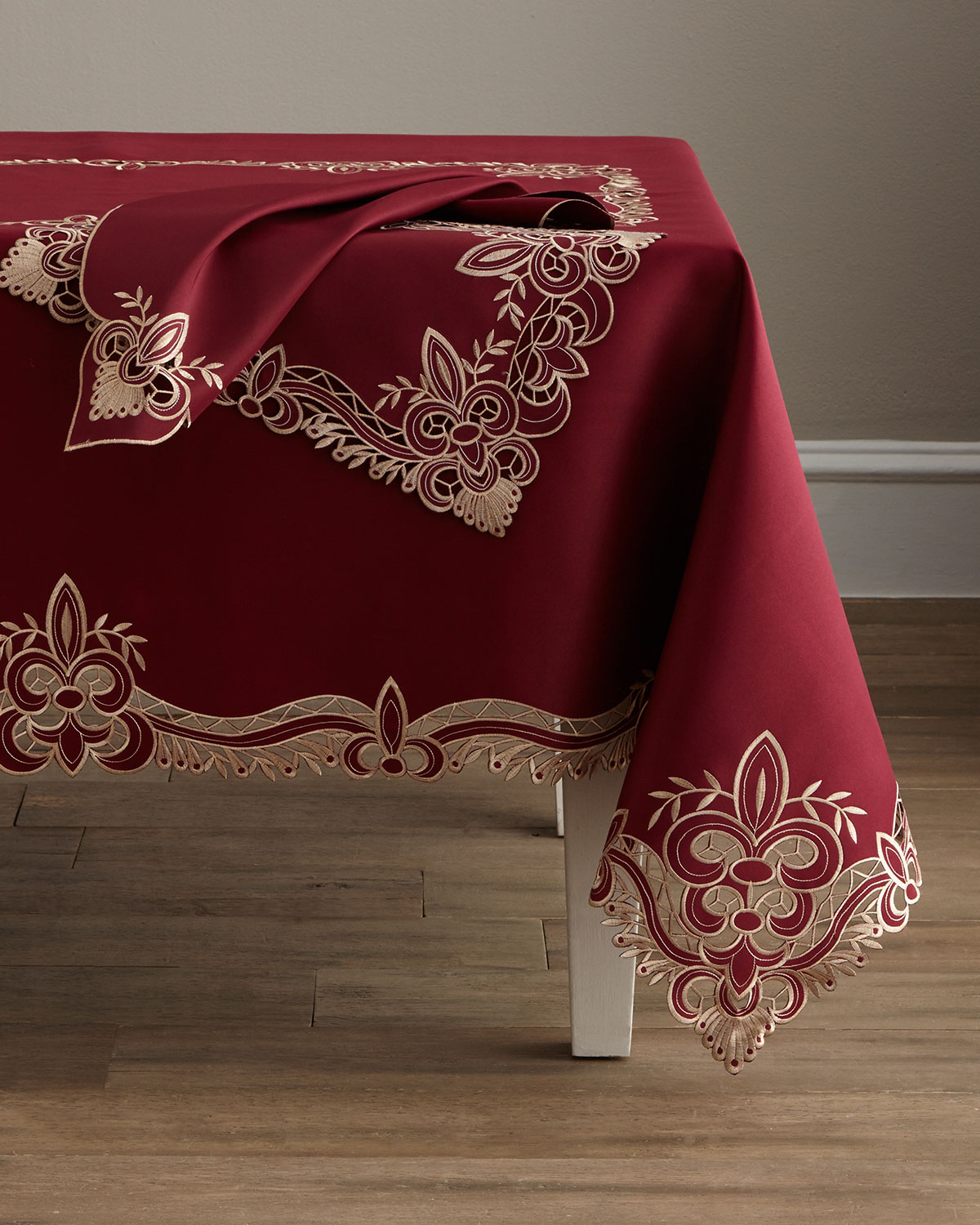 "Ellino 72"" x 90"" Tablecloth & 8 Napkins"