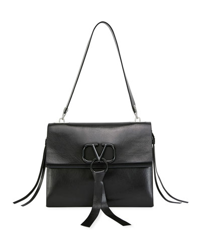 V Ring Medium Vitello Luxe Shoulder Bag