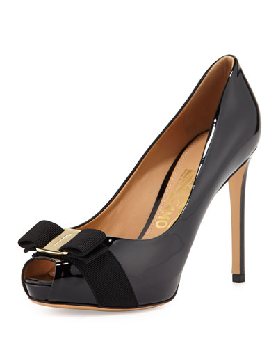 Plum Peep-Toe Bow Pump, Nero
