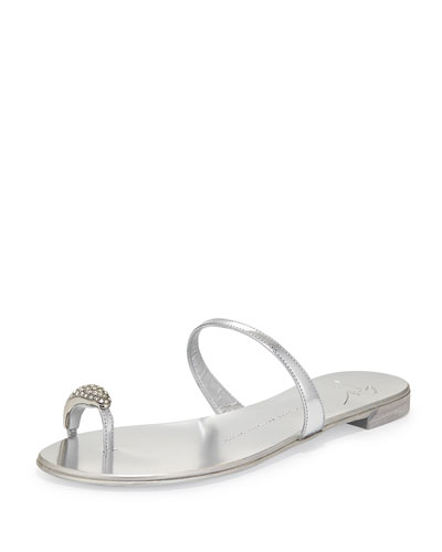 Metallic Toe-Ring Flat Sandal, Argento