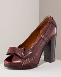 Fashion for the Busy Working Woman: Marc Jacobs Pumps