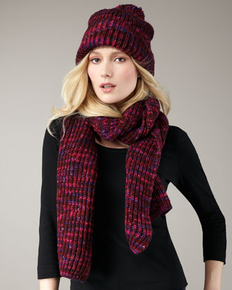 This handknit MARC by Marc Jacobs scarf is a familiar and fashionable Fall